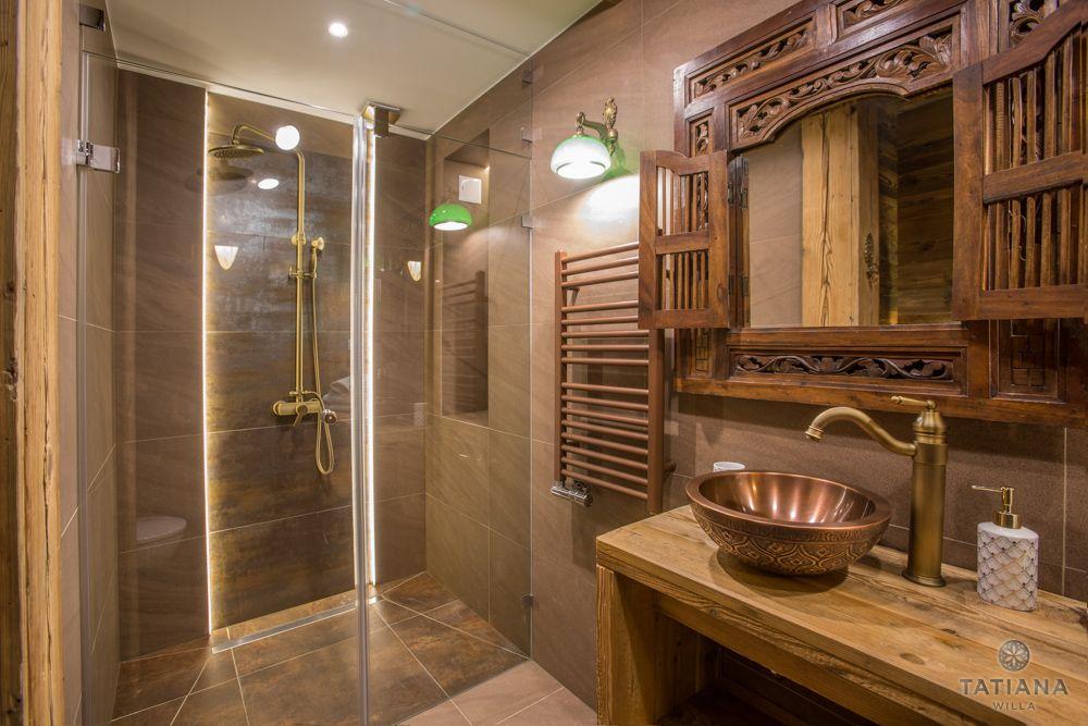 Apartament Karpacki Willa Tatiana folk łazienka z kamienia i drewna