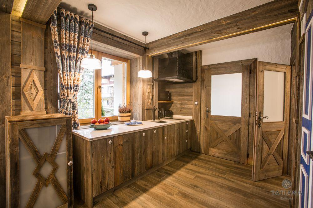 Apartament Syberyjski Willa Tatiana folk drewniana kuchnia