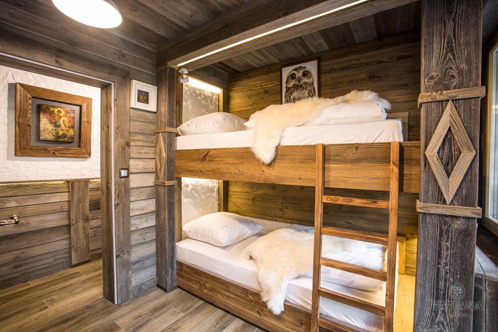 Apartament Syberyjski Willa Tatiana folk drewniana sypialnia