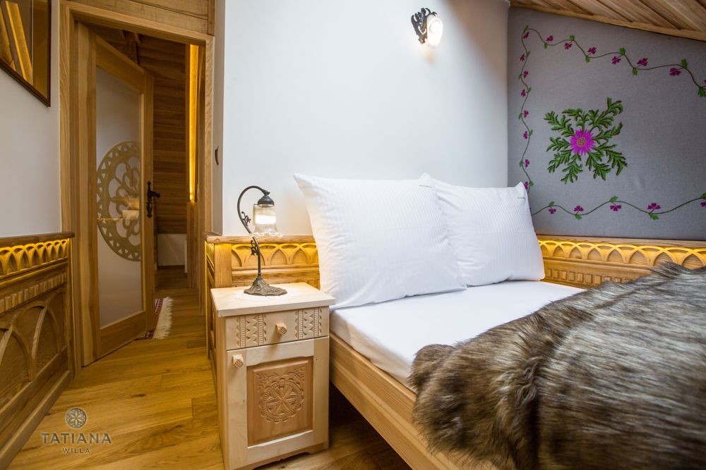 Apartament Tatrzański Willa Tatiana folk sypialnia z akcentem drewnianym