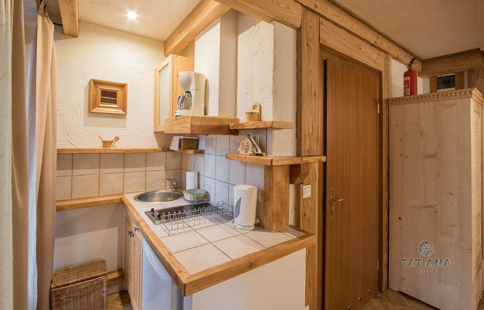 Apartament 4 Tatiana Premium Zakopane aneks kuchenny z akcentem drewnianym