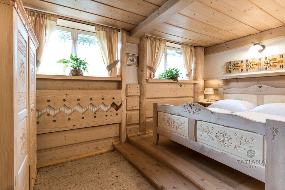 Apartament 5 Tatiana Premium Zakopane drewniana sypialna w stylu góralskim