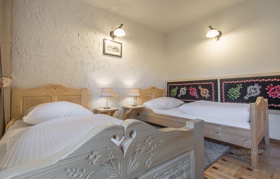 Apartament 7 Tatiana Premium Zakopane sypialnia z akcentem góralskim