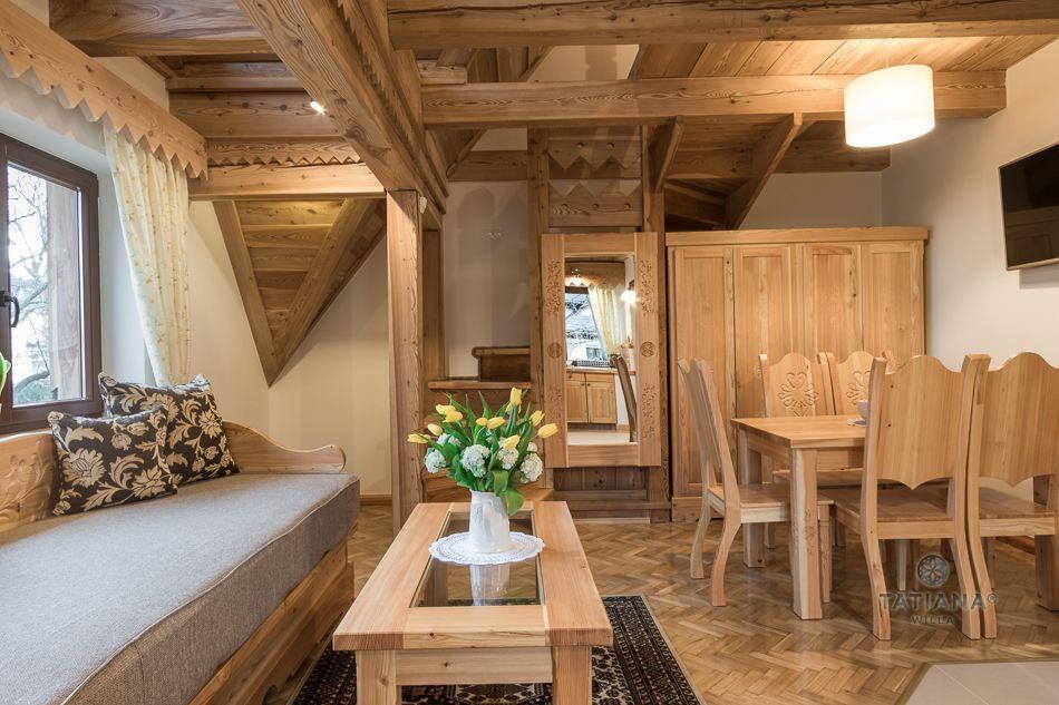 Apartament 8 Tatiana Premium Zakopane drewniany salon z jadalnią