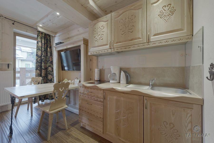 Apartament 10 Willa Tatiana II Zakopane drewniany aneks kuchenny