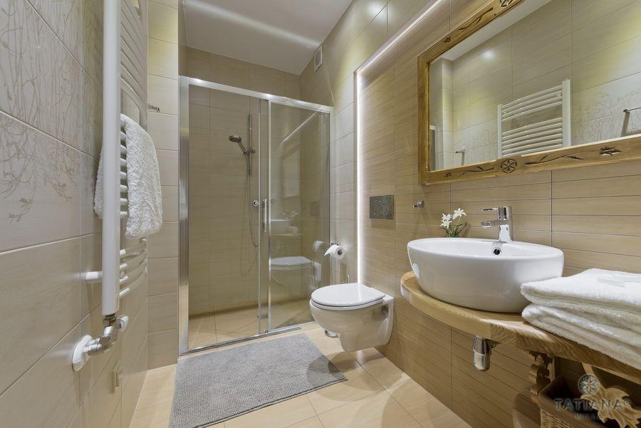 Apartament 14 Willa Tatiana II Zakopane łazienka z akcentem drewnianym