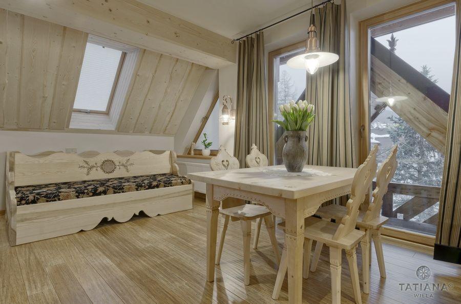 Apartament 16 Willa Tatiana II Zakopane drewniana jadalnia