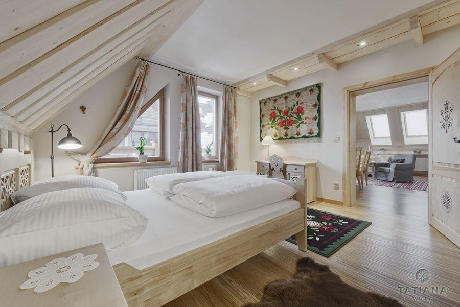 Apartament 17 Willa Tatiana lux Zakopane sypialnia w stylu góralskim