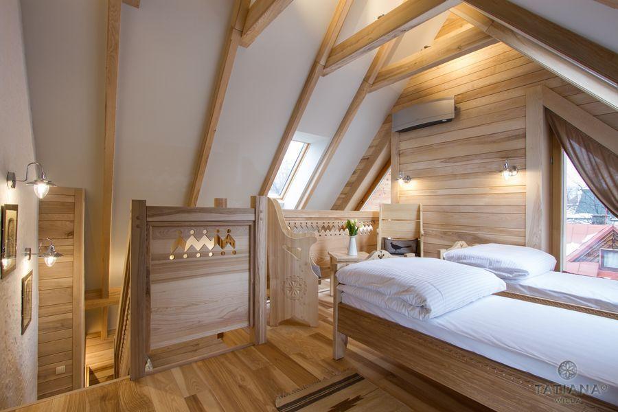 Apartament Jesionowy Willa Tatiana boutique drewniana sypialnia na poddaszu