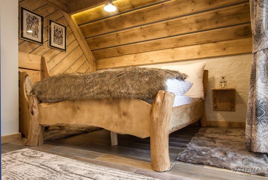 Apartament Smerkowy Willa Tatiana boutique łóżko z bali