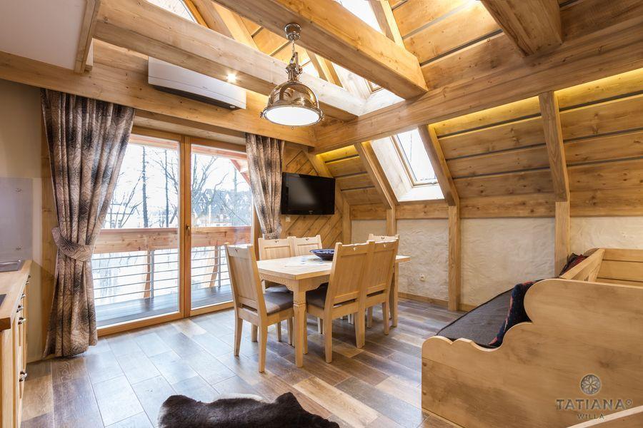 Apartament Smerkowy Willa Tatiana boutique drewniana jadalnia