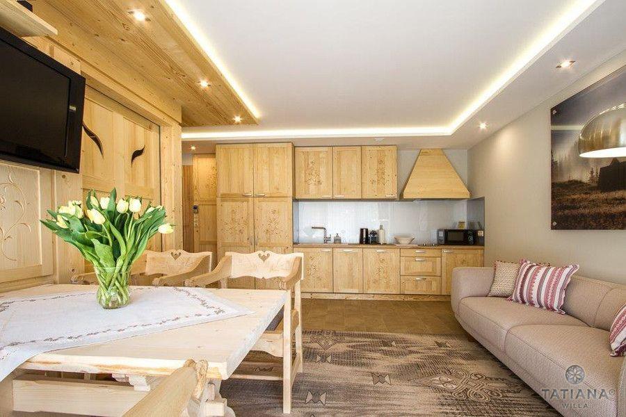 Apartament Sosnowy Willa Tatiana boutique drewniany salon z kuchnią